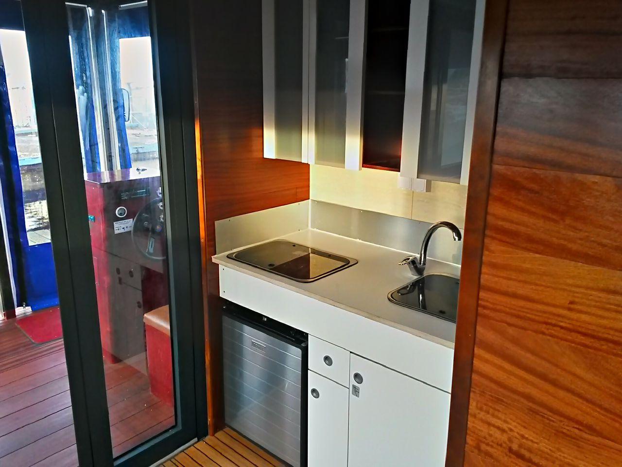 Ein Blick auf die Küche des D7 Komfort ab Inselblick.